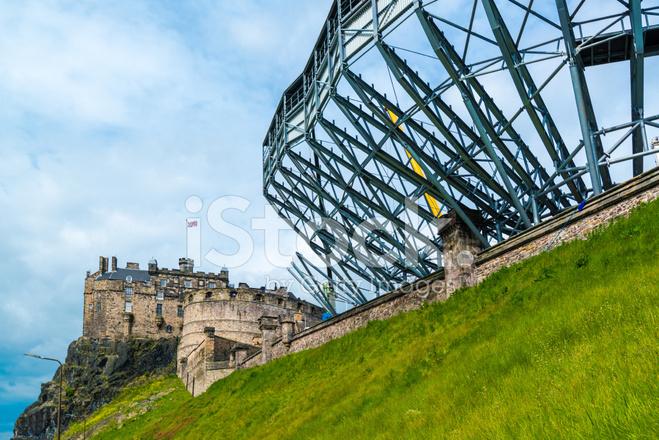 Edinburgh castle getting ready for the military tattoo for Tattoo edinburgh scotland