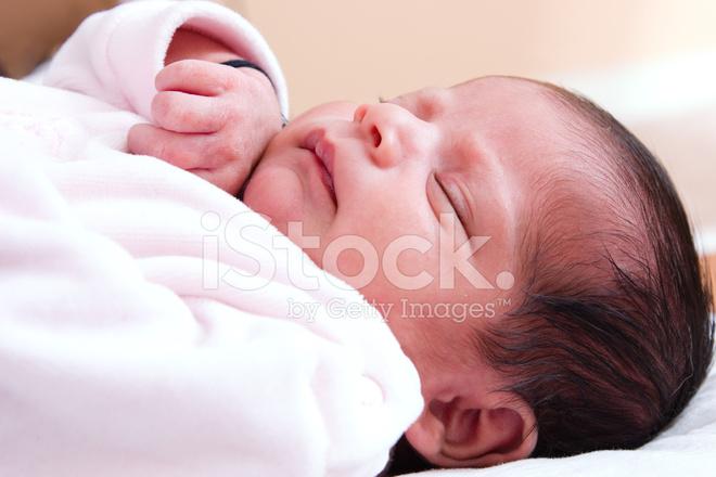 Slapende baby meisje stockfotos freeimages.com