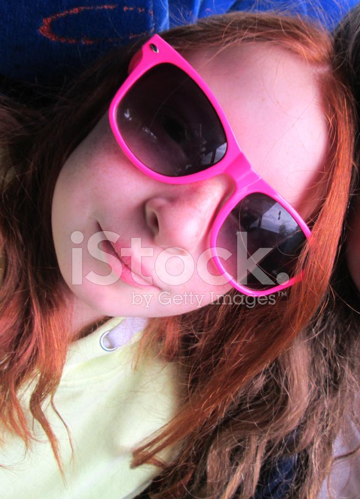 Selfie Bild Mädchen Lange Rote Haare Und Rosa Sonnenbrille
