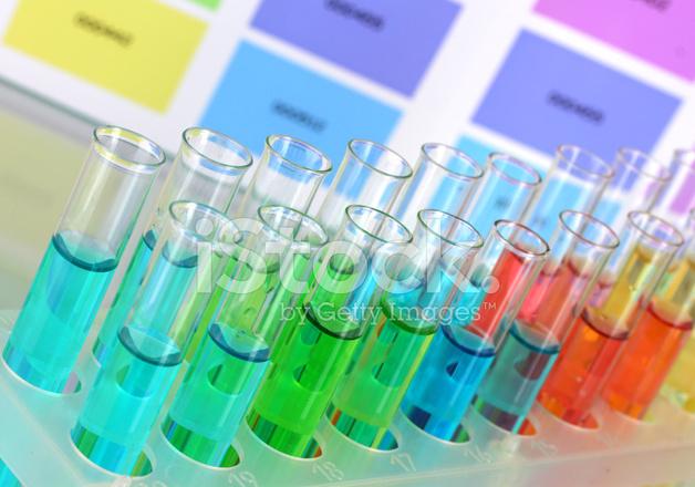 Reagenzgl ser mit farbe fl ssigkeit auf farbe muster for Sfondi chimica