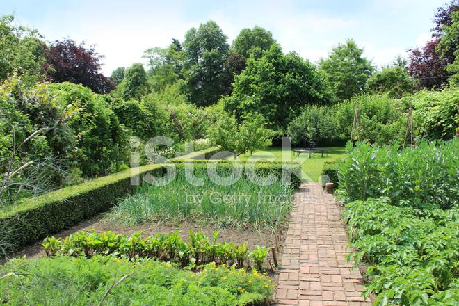 Ornamental vegetable garden image walled kitchen garden for Ornamental kitchen garden design