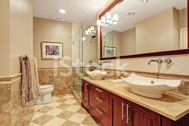 Bagno Marrone Moderno : Interno del bagno moderno in calde tonalità di marrone fotografie