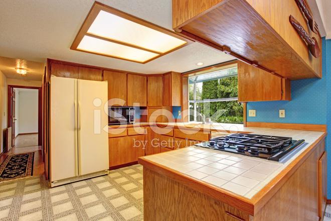 Keuken Met Dakraam : Keuken kamer met dakraam stockfotos freeimages.com