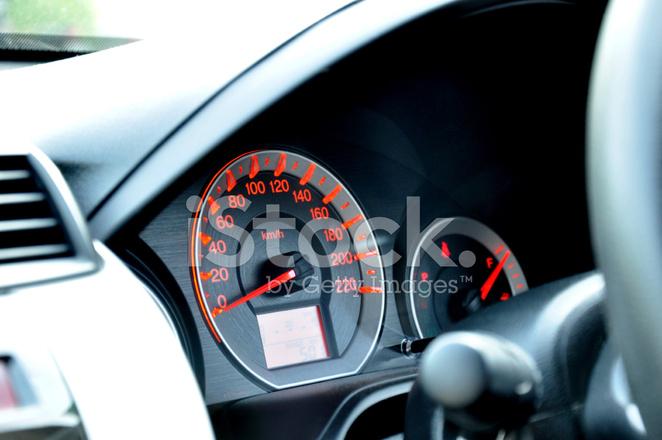 tableau de bord voiture avec indicateur de vitesse ou le tachym tre photos. Black Bedroom Furniture Sets. Home Design Ideas