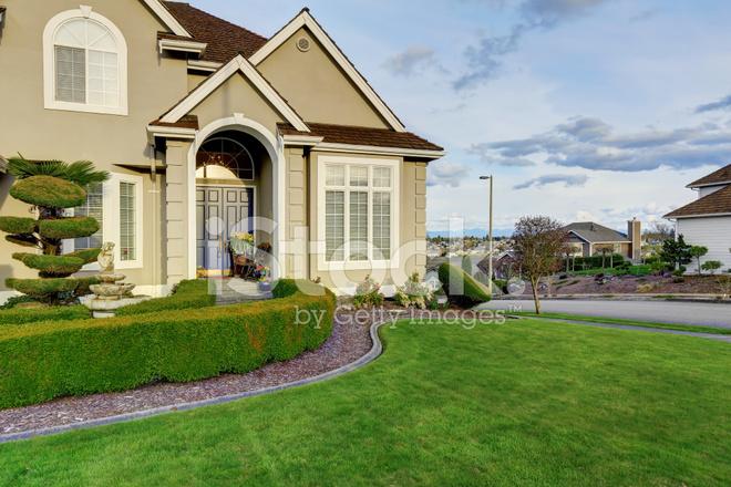 Ingressi Esterno Di Casa : Esterno di casa di vista del portico d ingresso fotografie stock