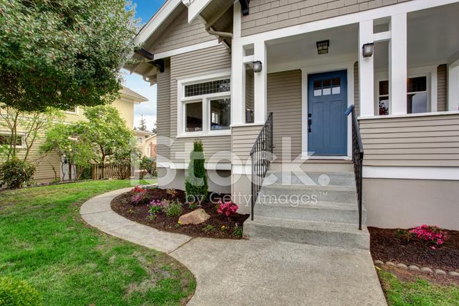 Ingressi Esterno Di Casa : Esterno di vista del portico di ingresso con scalinata fotografie