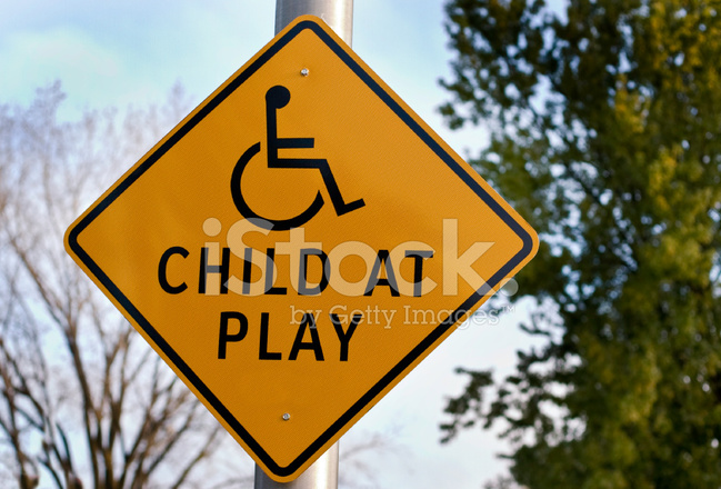 残疾的儿童在玩 2
