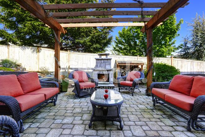 Wonderbaarlijk Huis Tuin Met Terras En Open Haard Stockfoto's - FreeImages.com DB-21