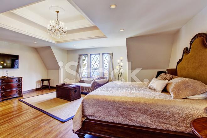 Helle Luxus Schlafzimmer Mit Design Decke