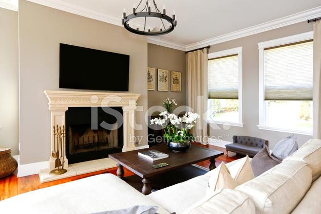 Helles Luxus Wohnzimmer Mit Kamin Und Tv