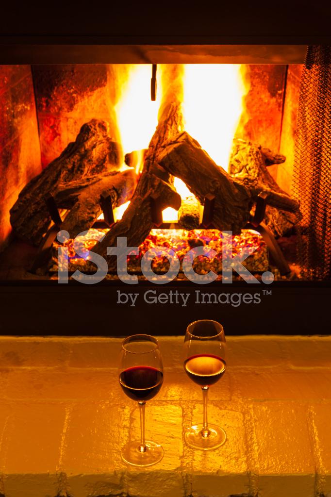 Cheminee Romantique Avec Deux Verres De Vin P Photos Freeimages Com