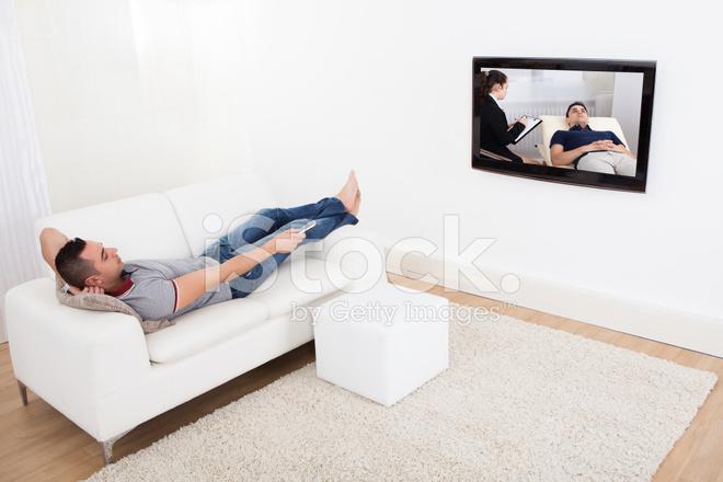 Mann Auf Sofa Vor Dem Fernseher Stockfotos Freeimages Com