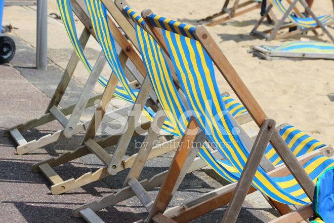 Sedia Sdraio In Inglese.Fila Di Sedie A Sdraio Spiaggia Sul Lungomare Inglese Estate