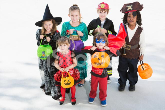 Halloween Gruppo.Gruppo Di Bambini Che Indossano Costumi Di Halloween Fotografie