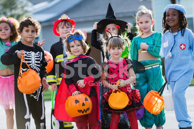 Halloween Gruppo.Gruppo Di Bambini In Costumi Di Halloween Fotografie Stock