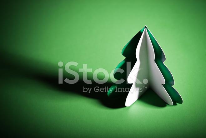 Sapin de noël fait main découpée dans du papier de bureau photos