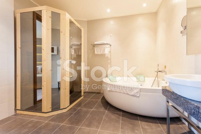 Sauna In Badkamer : Interieur van een badkamer met sauna stockfotos freeimages.com