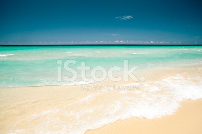 Havanna Strand Playa Del Este Mit Turkisfarbenem Wasser In Kuba