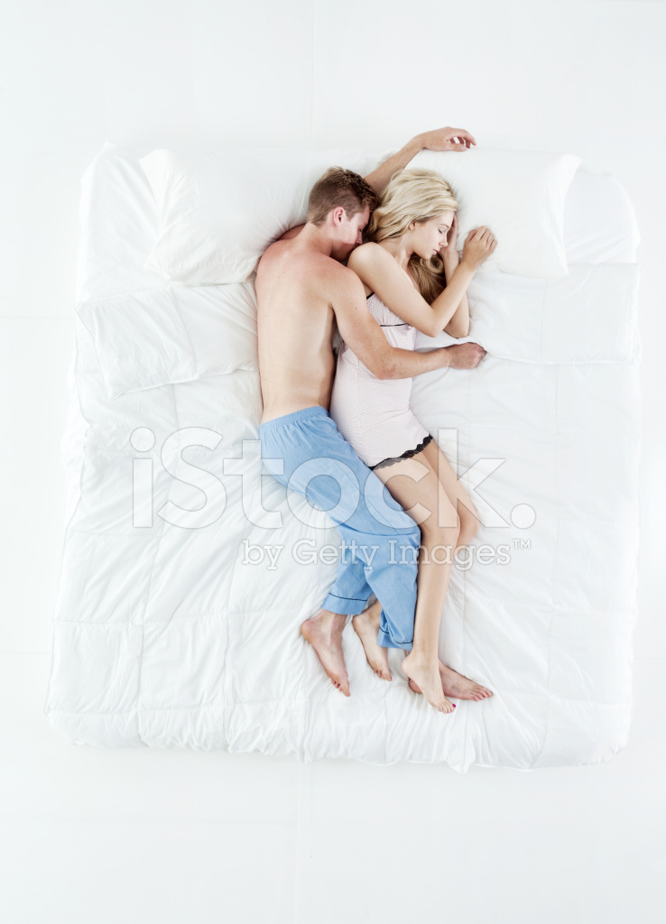oben blick auf paar schlafen im bett stockfotos. Black Bedroom Furniture Sets. Home Design Ideas