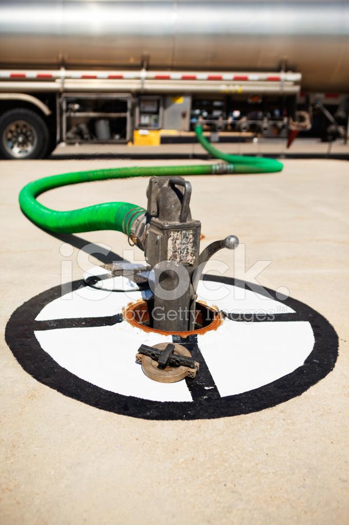 camion citerne de carburant r servoir de stockage souterrain de gaz station de remplissage. Black Bedroom Furniture Sets. Home Design Ideas