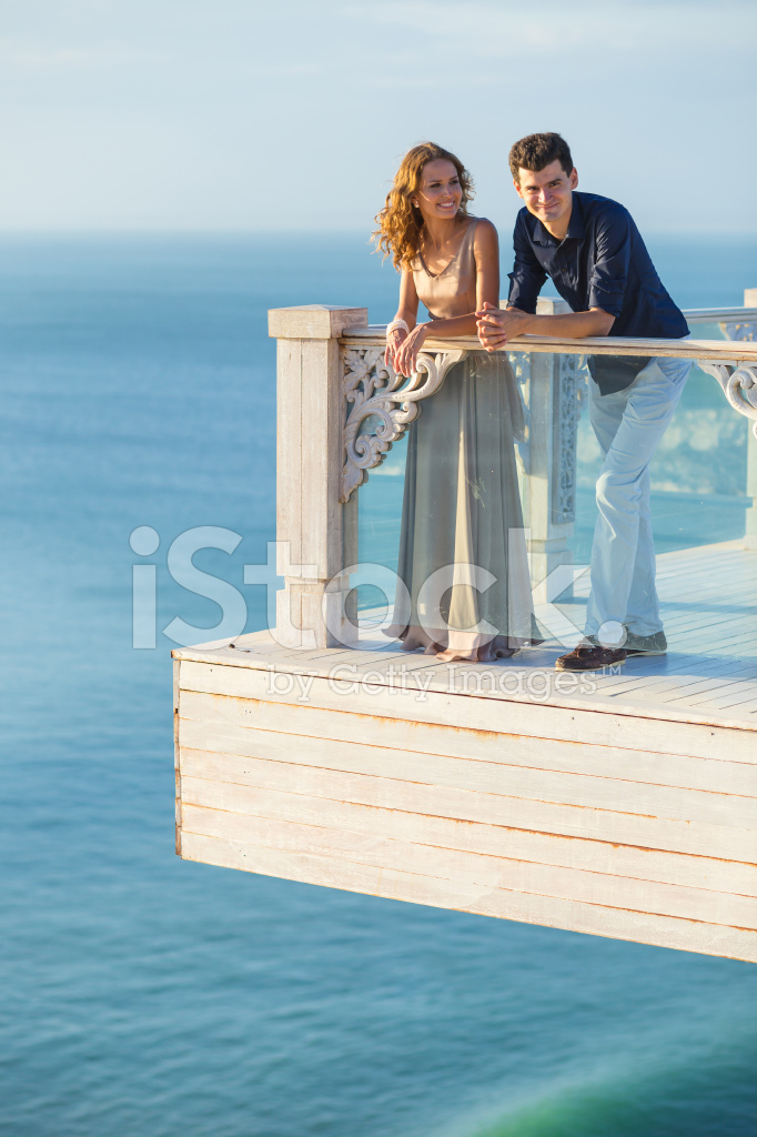 На балконе пара русская