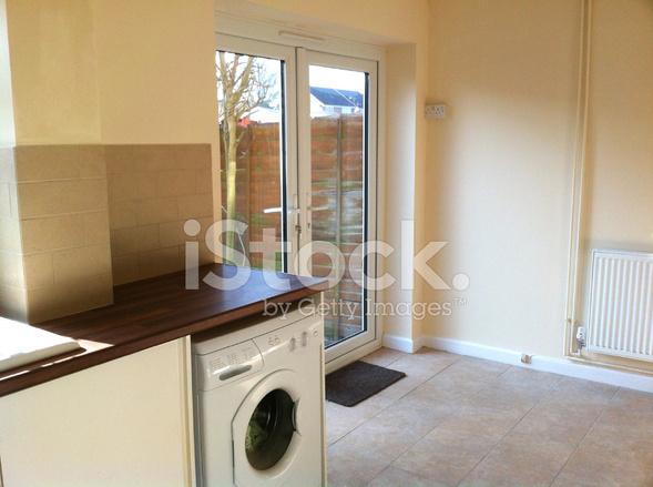 Moderne Küche Diner, Hölzerne Arbeitsplatte, Waschmaschine, Terrasse ...