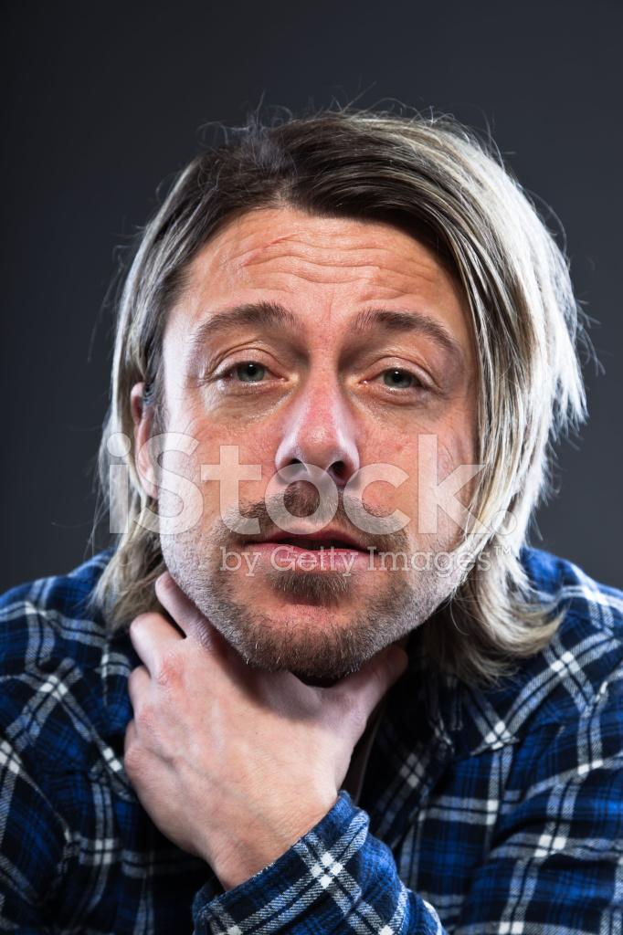 Expressive Junger Mann Mit Blonden Langen Haaren Und Stockfotos
