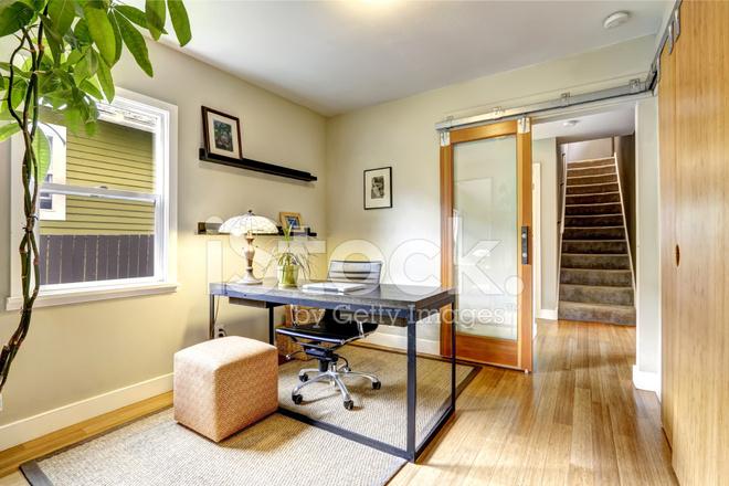Eenvoudige, Maar Praktische Office Kamer Interieur Stockfoto\'s ...