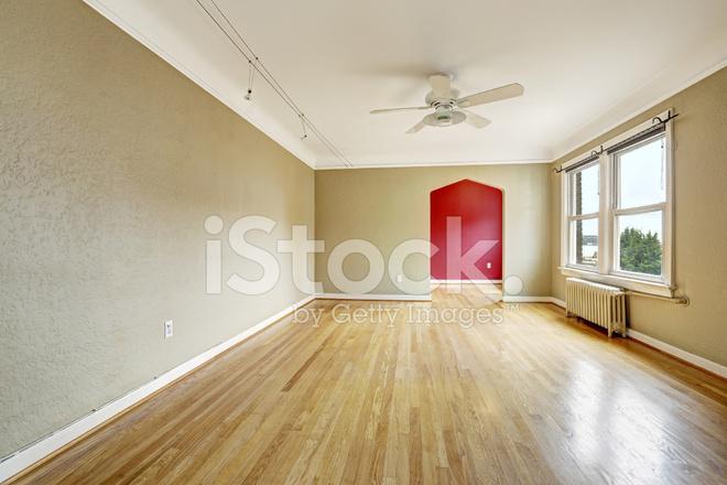 Oude Appartement Lege Woonkamer Met Radiator Stockfoto\'s ...