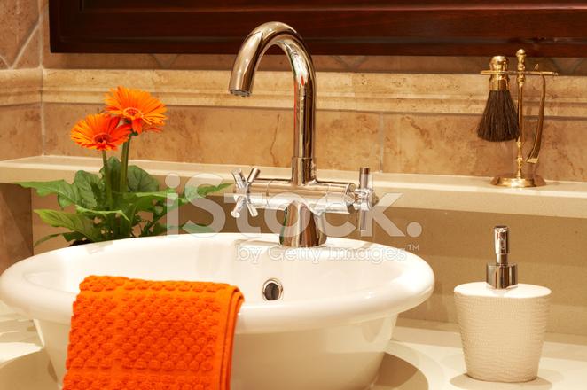 Mooie Wastafels Badkamer : Mooie wastafel in een badkamer stockfoto s freeimages