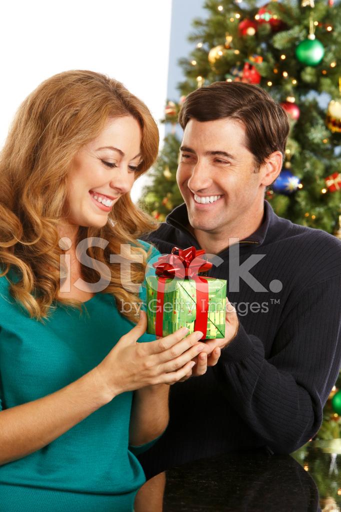 Frau Weihnachtsgeschenk Von Signifikanten Anderen Erhalten ...