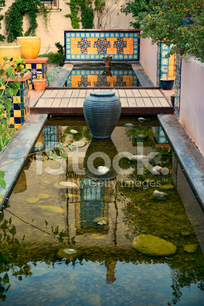 Spaanse Tegels Tuin.Spaanse Gevoel Tuin Stockfoto S Freeimages Com