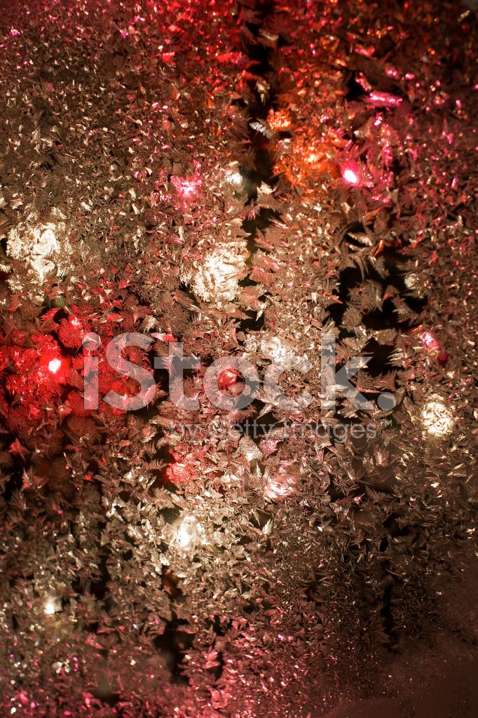 Lumi res de no l dans le givre d 39 une fen tre stock photos for Fenetre givre