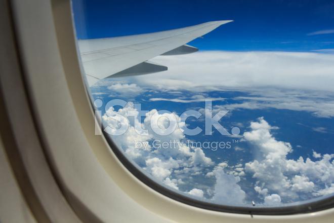 Blick Aus Dem Flugzeug Fenster Stockfotos Freeimagescom