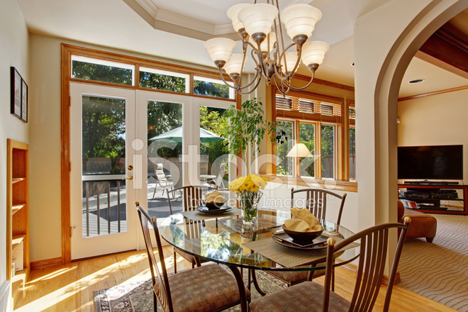 Tavoli Da Pranzo Di Lusso.Tavolo Da Pranzo Con Fiori Freschi In Casa Americana Di Lusso