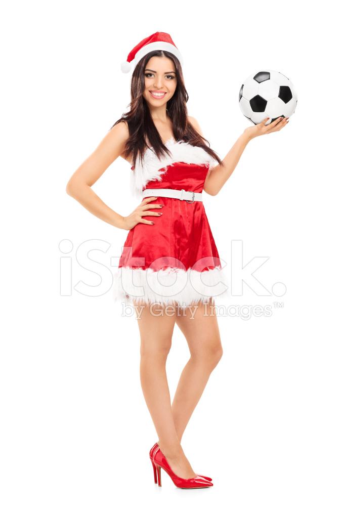 Mujer Santa Claus Sosteniendo UNA Pelota DE Fútbol Fotografías de ... 4fe0881504491