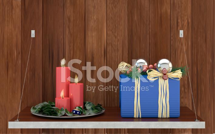Caja de regalo con decoraci n navide a y tres velas stock - Decoracion con velas ...