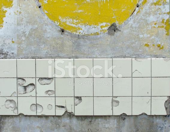 Premium Stock Photo Of Weiß Gelb UND Grau Beige Wand MIT Einigen  Beschädigten Weißen Fliesen