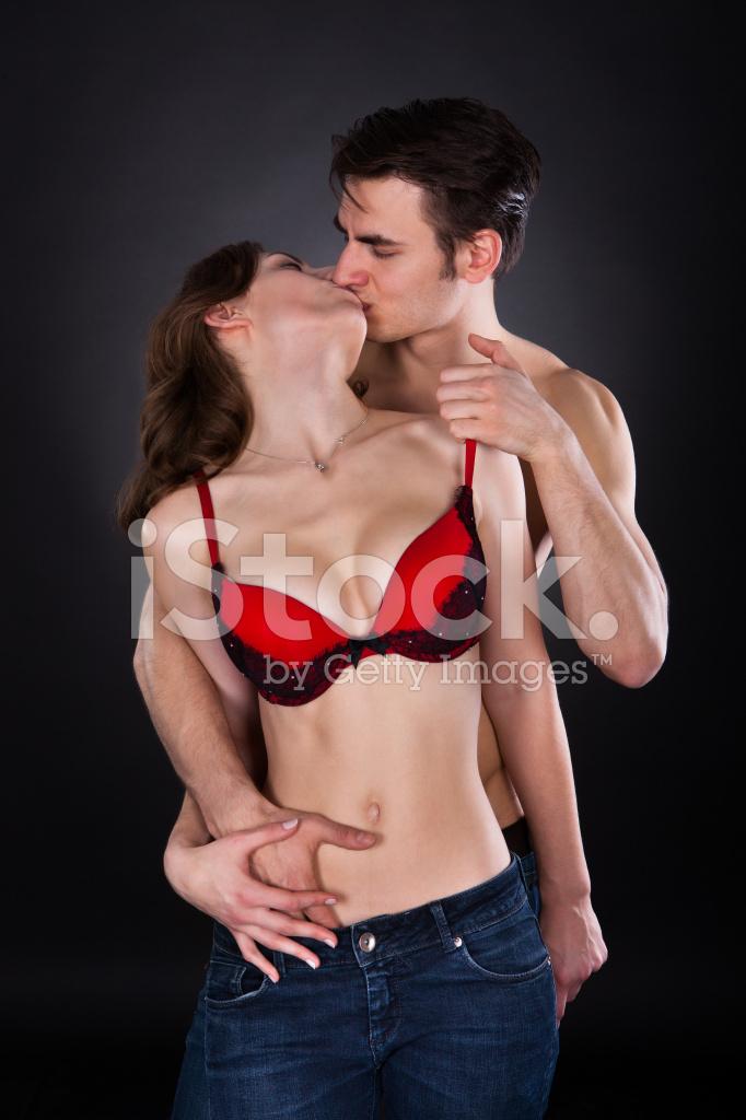 помешает обрести парень снимает бюстгальтер с девушки снял