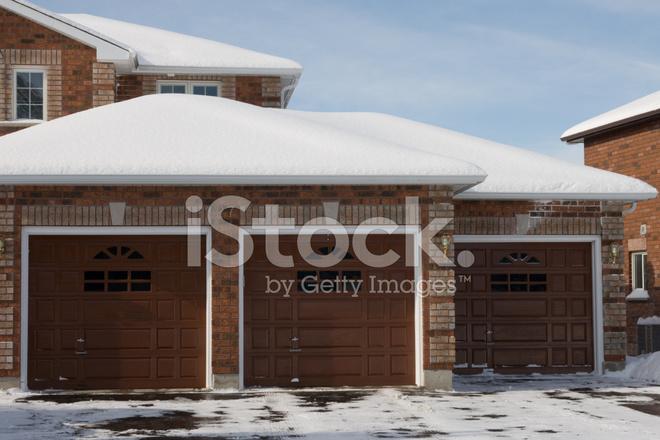 https://images.freeimages.com/images/premium/previews/5322/5322536-triple-car-garage.jpg