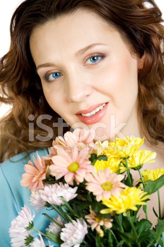 Retratos De Mujeres Hermosas Con Flores Fotografías De Stock