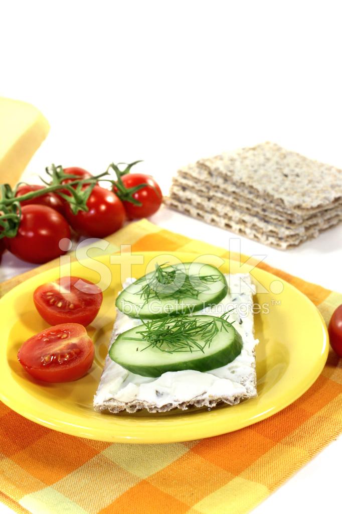 Knackebrot Mit Frischkase Und Tomaten Stockfotos Freeimages Com
