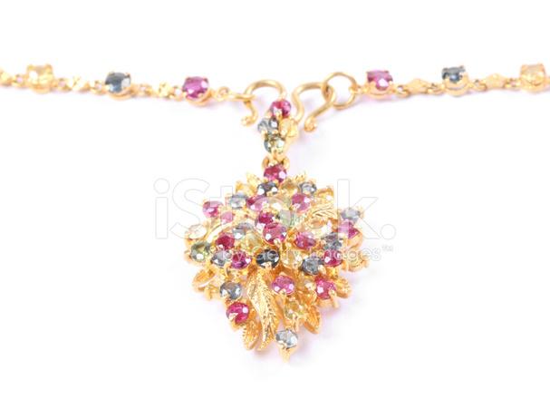 c497d74dc97a Premium Stock Photo of Schöne Goldene Halskette MIT Edelsteinen, Die  Isoliert Auf Weiss