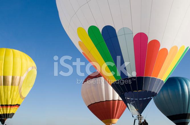 Palloni Ad Aria Calda.Palloni Ad Aria Calda Colorati Clear Sky Blue Fotografie Stock