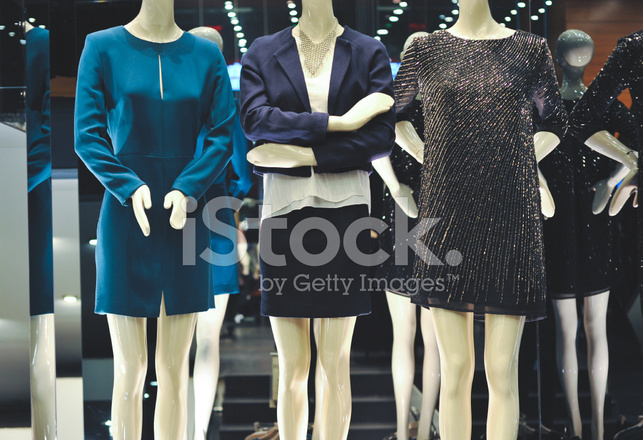 8a45d83ce027af Jurken Op Mannequins IN Winkel Stockfoto s - FreeImages.com