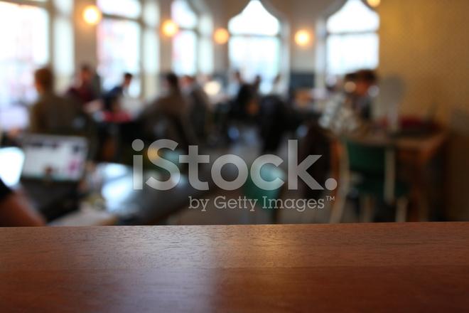 Primo Piano Di Un Tavolo Vuoto In Una Caffetteria Sfondo Sfocato Fotografie Stock Freeimages Com