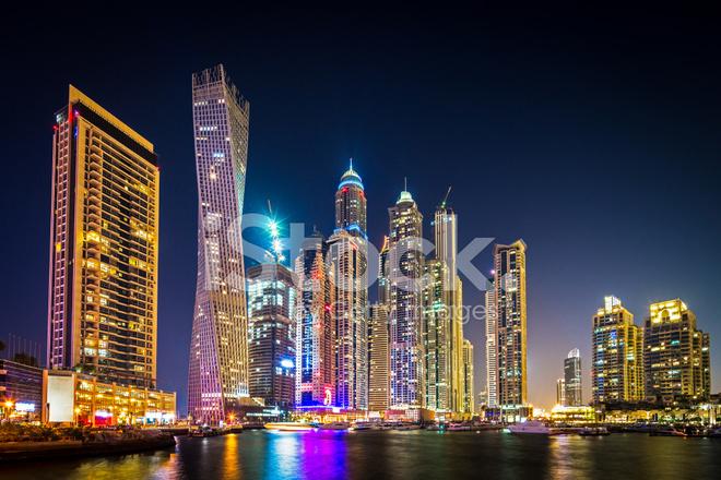 Dubai Marina Por LA Noche Los Emiratos Árabes Unidos