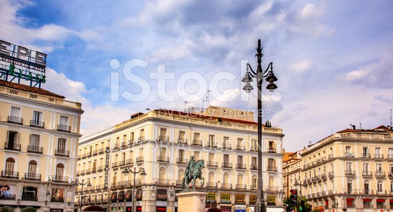 Puerta del sol plaza square statue madrid spain stock for Plaza puerta del sol madrid spain