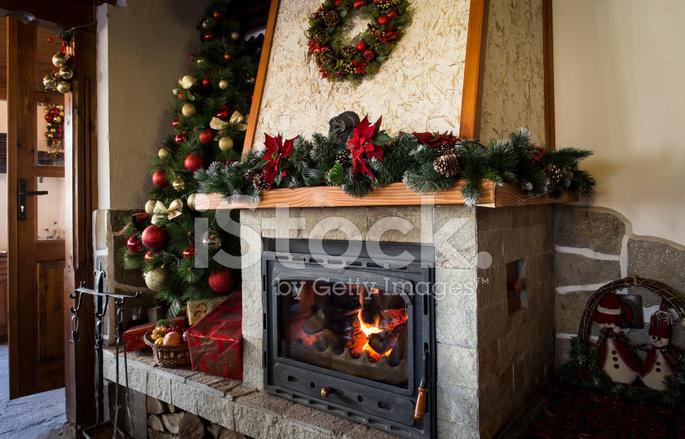 Natale Classico Decorato Camino E Albero Di Natale Fotografie Stock Freeimages Com
