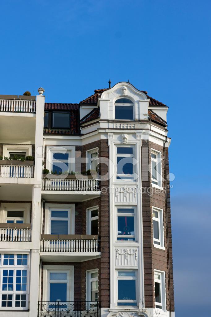 Fasada Budynku Apartament Tradycyjne Zdjecia Ze Zbiorow Freeimages Com